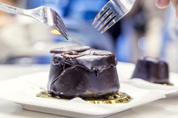 torta-sacher-cannoleria-siciliana