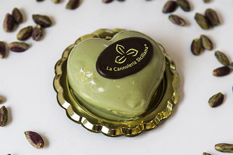 cannoleria-sicialiana-cuore-al-pistacchio